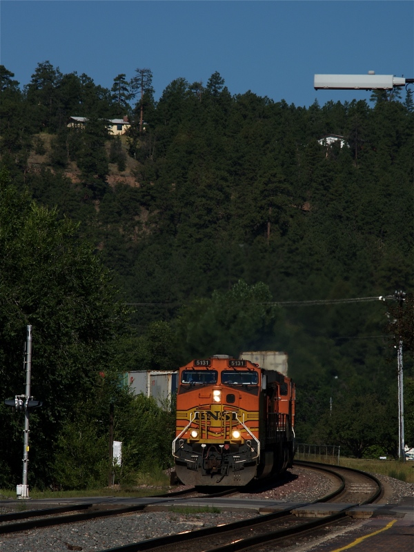 BNSF No. 5131 approaching the depot